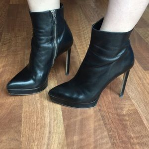 MICHAEL MICHAEL KORS black leather heeled boot